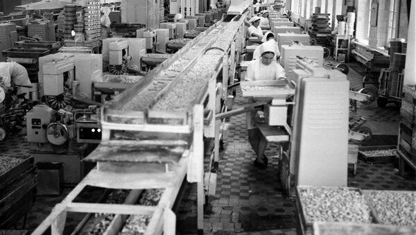 Nhà máy Tháng Mười Đỏ. - Sputnik Việt Nam
