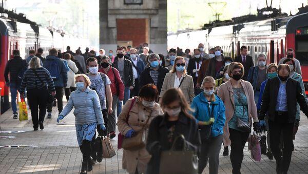 Hành khách trên sân ga của nhà ga Kazan ở Moscow - Sputnik Việt Nam