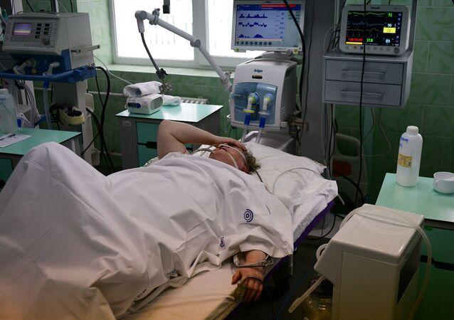 Bệnh nhân trong phòng chăm sóc đặc biệt của bệnh viện lâm sàng thành phố mang tên V.V. Vinogradov