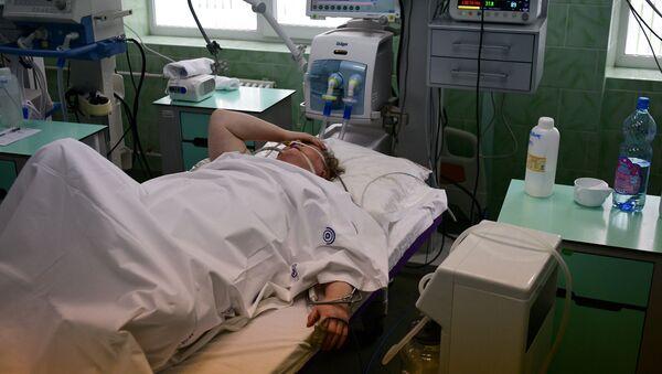 Bệnh nhân trong phòng chăm sóc đặc biệt của bệnh viện lâm sàng thành phố mang tên V.V. Vinogradov - Sputnik Việt Nam