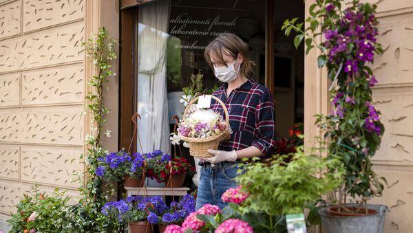 Người bán hoa trên đường phố Torino (Ý). - Sputnik Việt Nam