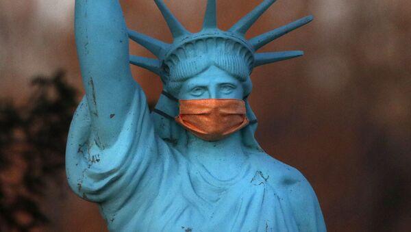 Bản sao Tượng Nữ thần Tự do đeo khẩu trang, bang Maine, Hoa Kỳ - Sputnik Việt Nam