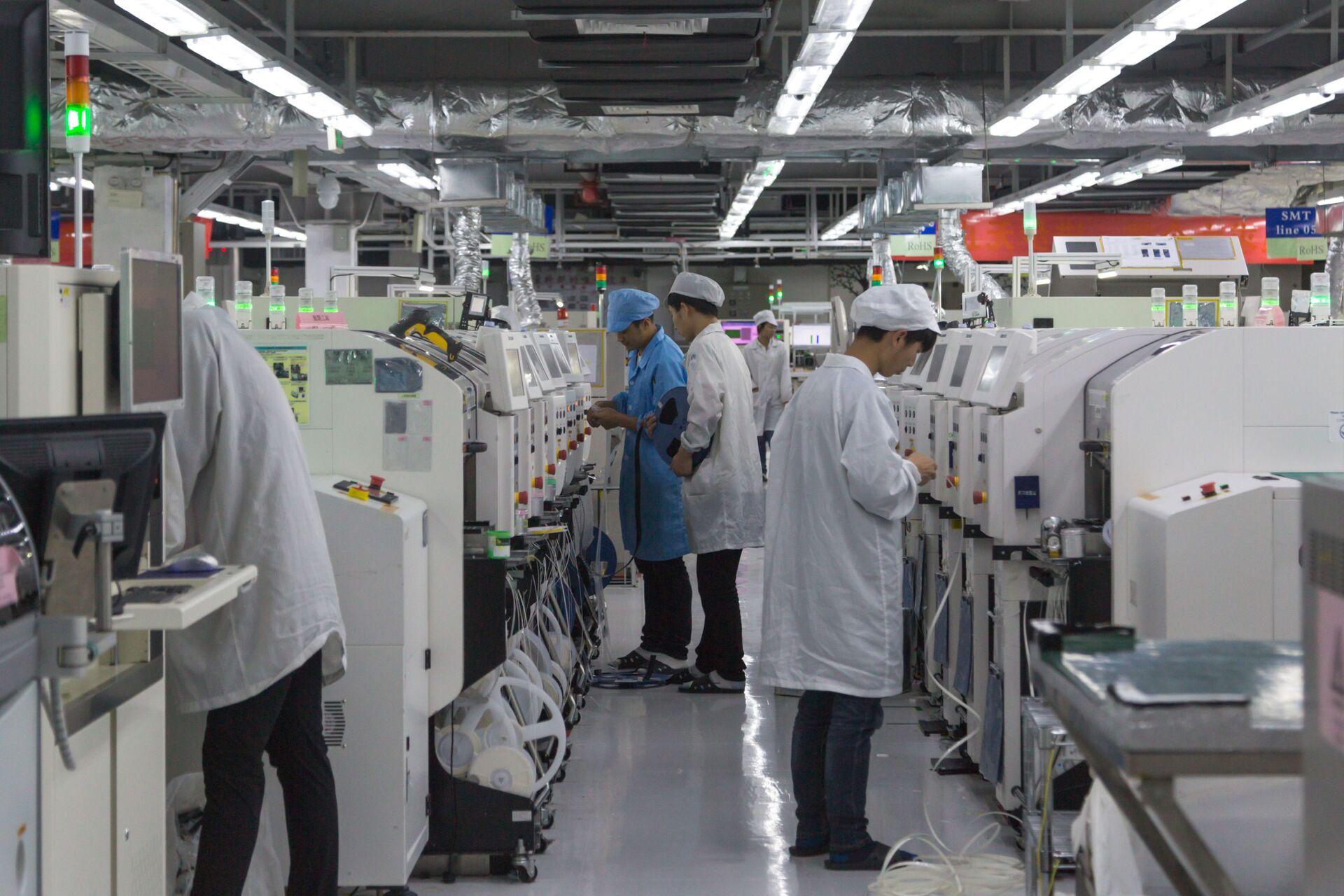 Sản xuất điện thoại thông minh Huawei. Trung Quốc - Sputnik Việt Nam, 1920, 05.10.2021