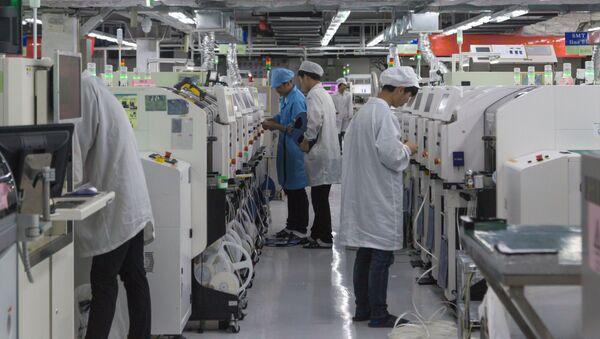 Sản xuất điện thoại thông minh Huawei. Trung Quốc - Sputnik Việt Nam
