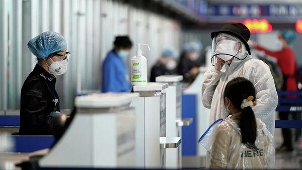 Hành khách tại sân bay quốc tế quận Vũ Hán (Thiên Hà) - Sputnik Việt Nam
