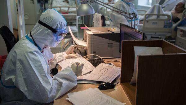 Nhân viên y tế trong phòng chăm sóc đặc biệt của GKB chăm sóc đặc biệt số 1 có tên. Tôi Pirogov - Sputnik Việt Nam