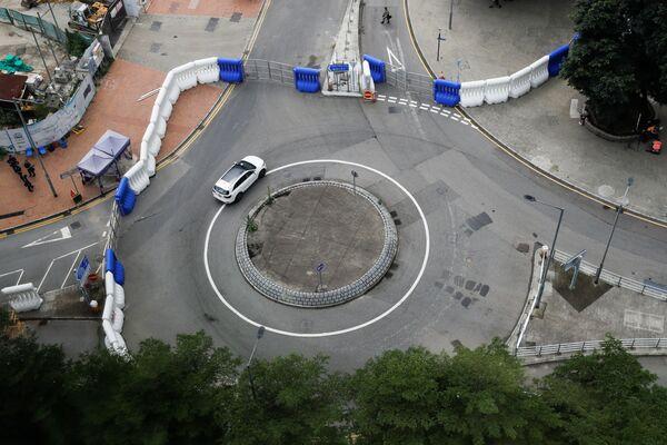 Chướng ngại vật gần trụ sở Hội đồng Lập pháp ở Hồng Kông - Sputnik Việt Nam