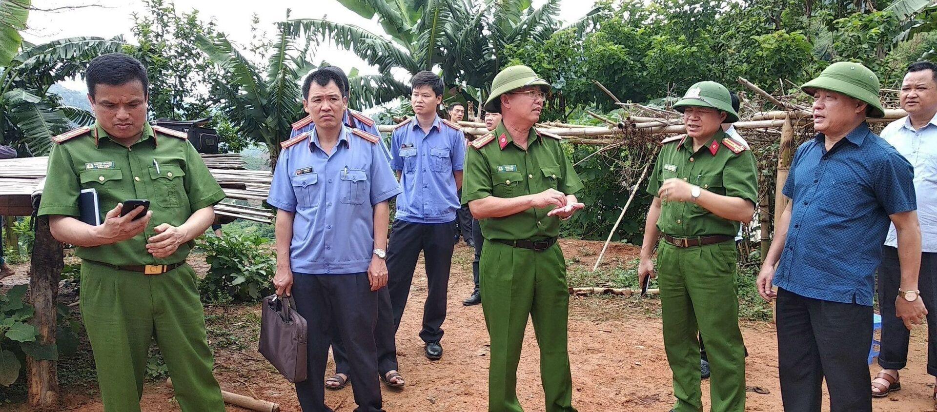 Các lực lượng chức năng có mặt tại hiện trường để điều tra vụ việc.  - Sputnik Việt Nam, 1920, 28.05.2020