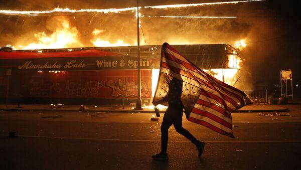 Các cuộc bạo loạn ở thành phố Minneapolis, Minnesota, Hoa Kỳ - Sputnik Việt Nam