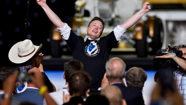 Người sáng lập SpaceX Elon Musk sau khi phóng tên lửa Falcon 9 - Sputnik Việt Nam