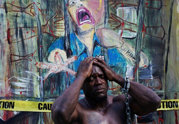 Các thành viên cuộc biểu tình trên đường phố New York phản đối cảnh sát gây ra cái chết cho người Mỹ gốc Phi George Floyd  - Sputnik Việt Nam