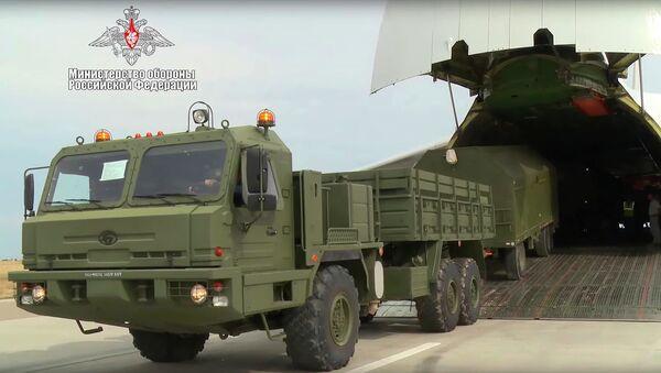 Cung cấp lô hàng gồm các cấu kiện của hệ thống S-400 do Nga sản xuất cho Thổ Nhĩ Kỳ. - Sputnik Việt Nam