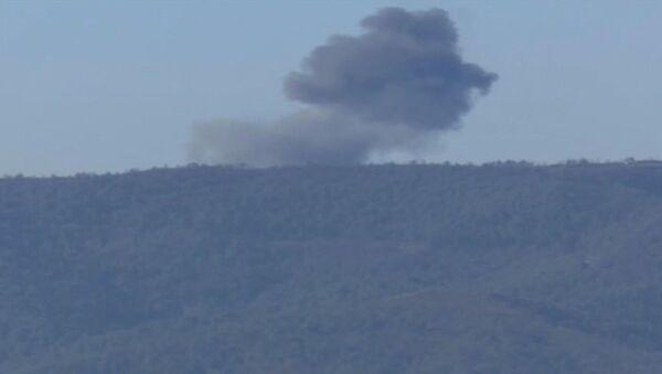 Khói bốc từ vị trí SU-24 rơi trên biên giới Syria và Thổ Nhĩ Kỳ - Sputnik Việt Nam