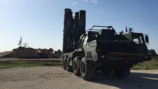 Tổ hợp tên lửa chống máy bay Nga S-400 đã triển khai ở Syria - Sputnik Việt Nam