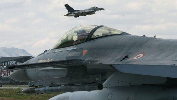 Quân đội Thổ Nhĩ Kỳ ngừng các chuyến bay qua Syria - Sputnik Việt Nam
