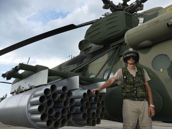 """Một phi công bên trực thăng vận tải – tấn công MI -8AMST tại sân bay """"Hmeymim"""", Syria. - Sputnik Việt Nam"""