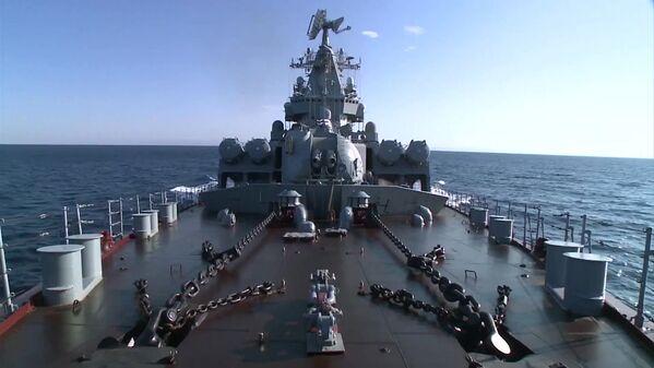 """Tuần dương hạm """"Matxcơva"""" cập cảng Latakia thực hiện nhiệm vụ phòng không cho khu vực - Sputnik Việt Nam"""