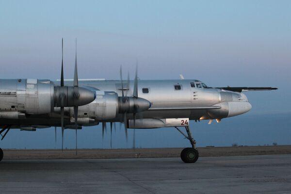 Máy bay ném bom chiến lược động cơ cánh quạt  Tu-95MS - Sputnik Việt Nam