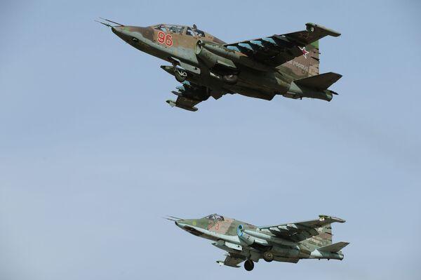 Máy bay Su-25SM trong cuộc diễn tập nhóm thuật lái chuẩn bị duyệt binh mừng Chiến thắng ở Matxcơva. - Sputnik Việt Nam