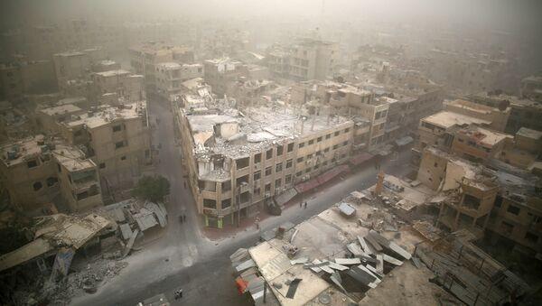 Những ngôi nhà bị phá hủy ở thị trấn Duma thuộc vùng Damascus - Sputnik Việt Nam