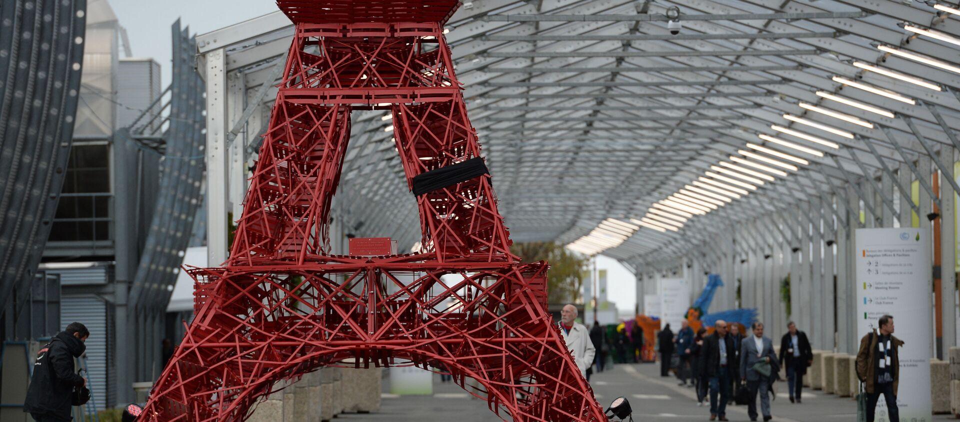 Bản sao tháp Eiffel ở Hội nghị thượng đỉnh về biến đổi khí hậu COP21 tại Paris - Sputnik Việt Nam, 1920, 23.04.2021