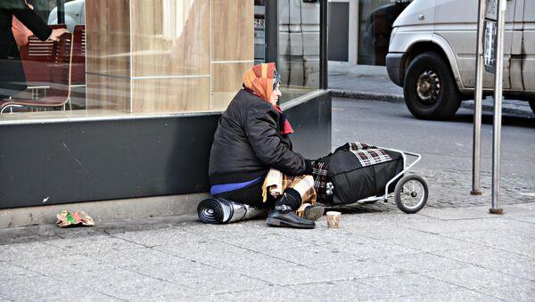 Một người vô gia cư trên đường phố. - Sputnik Việt Nam
