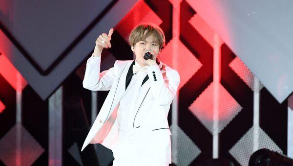 Min Yoon-gi, thường được biết đến với nghệ danh Suga hay Agust D, thành viên của nhóm nhạc nam Hàn Quốc BTS - Sputnik Việt Nam