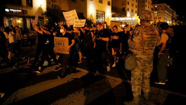 Người biểu tình gần Nhà Trắng, Washington - Sputnik Việt Nam