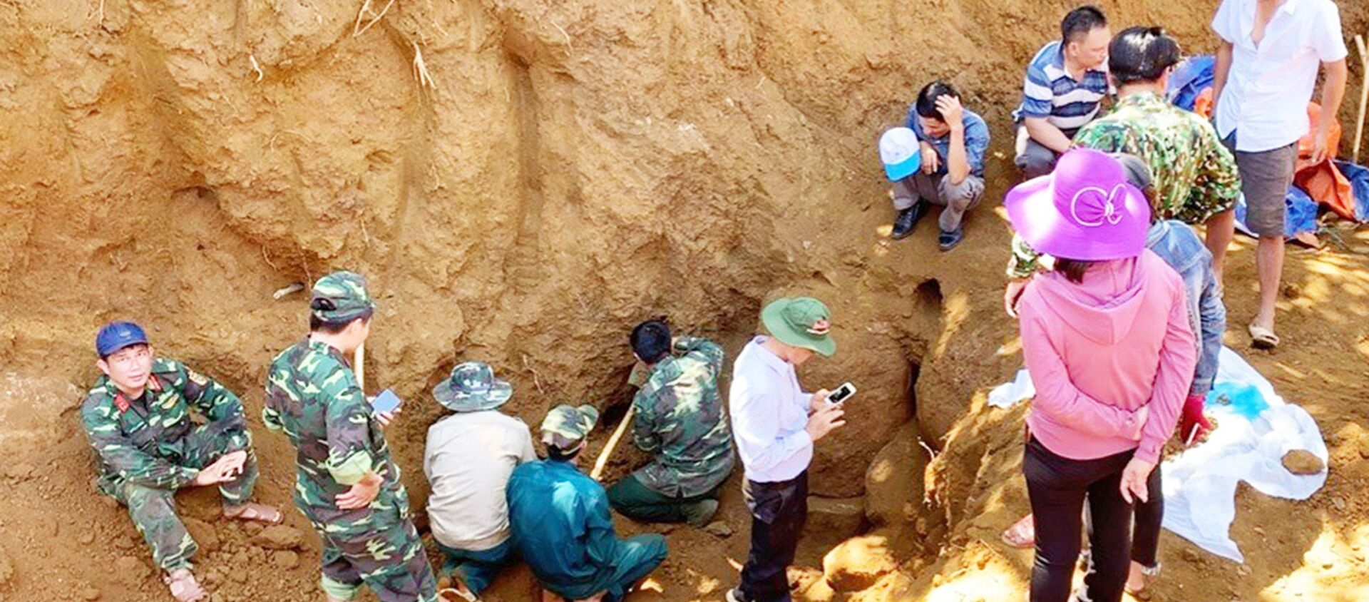 Khai quật hố chôn tập thể 17 chiến sĩ đặc công trong kháng chiến chống Mỹ - Sputnik Việt Nam, 1920, 04.06.2020