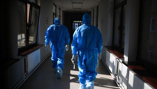 Các bác sĩ tại bệnh viện để điều trị COVID-19 bị nhiễm coronavirus trong CITO. N. N. - Sputnik Việt Nam
