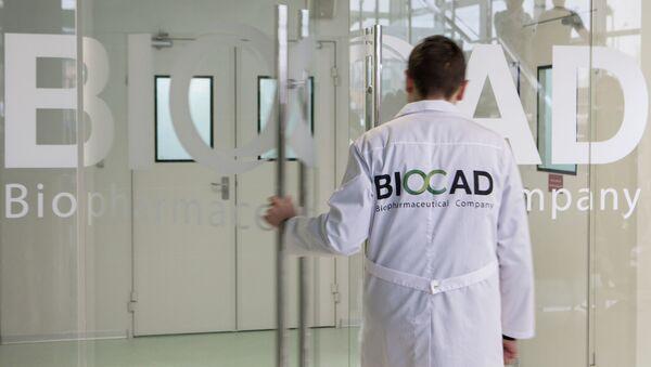 Một nhân viên của công ty công nghệ sinh học Biocad ở St. Petersburg - Sputnik Việt Nam