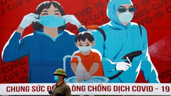 Áp phích với các biện pháp phòng ngừa lây lan coronavirus tại Hà Nội - Sputnik Việt Nam
