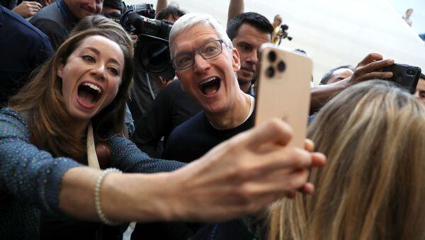 CEO Tim Cook của Apple về selfie nhóm - Sputnik Việt Nam
