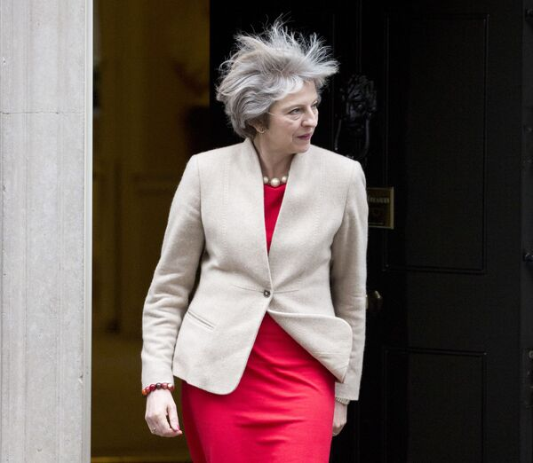 Thủ tướng Anh Theresa May tại phố Downing ở London, 2017 - Sputnik Việt Nam