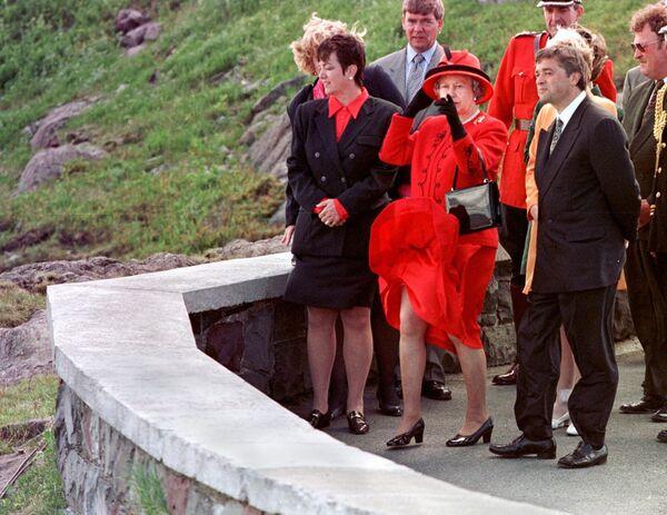 Nữ hoàng Elizabeth II của Vương quốc Anh bên Đại Tây Dương, 1997 - Sputnik Việt Nam