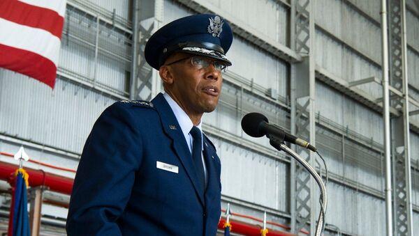 Tham mưu trưởng Không quân Hoa Kỳ Charles Brown - Sputnik Việt Nam