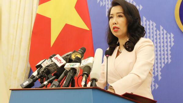 Người phát ngôn Bộ Ngoại giao Lê Thị Thu Hằng trả lời câu hỏi của phóng viên các cơ quan báo thông tấn, báo chí trong nước và quốc tế. - Sputnik Việt Nam