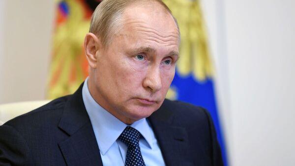 Ngày 8 tháng 6 năm 2020. Tổng thống Nga Vladimir Putin trong một cuộc họp video với các nhân viên xã hội từ các cơ quan chính phủ và tổ chức phi chính phủ. - Sputnik Việt Nam