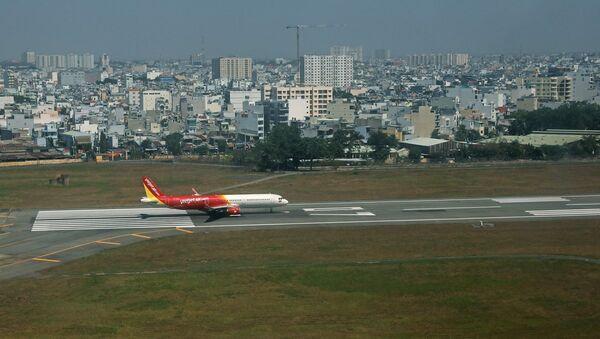 Ngoài chuyên chở hành khách, mỗi ngày Vietjet Air còn khai thác thêm 10 chuyến bay chuyên chở hàng hóa, cùng với đó các chuyến bay thực hiện chuyên chở miễn phí vật tư, trang thiết bị y tế, y bác sĩ phục vụ chống dịch. - Sputnik Việt Nam