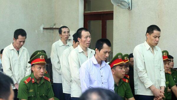 Các bị cáo tại phiên tòa phúc thẩm vụ sát hại nữ sinh giao gà. - Sputnik Việt Nam