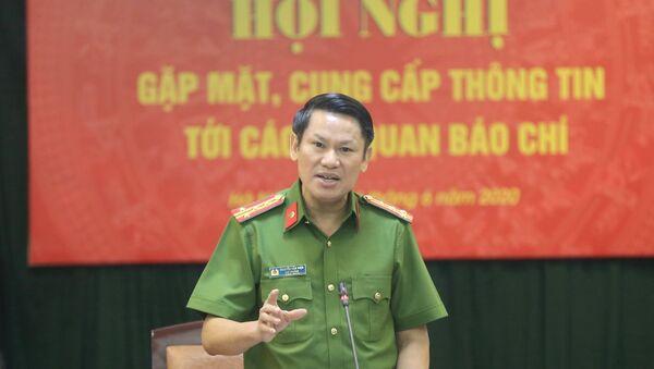 Đại tá Nguyễn Văn Viện, Cục trưởng Cục Cảnh sát điều tra tội phạm về ma túy trả lời các câu hỏi của phóng viên.  - Sputnik Việt Nam