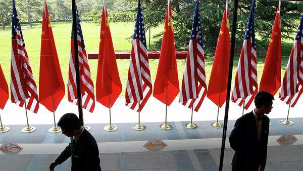 Cờ của Trung Quốc và Hoa Kỳ tại lễ khai mạc Đối thoại chiến lược và kinh tế Mỹ-Trung tại Bắc Kinh - Sputnik Việt Nam