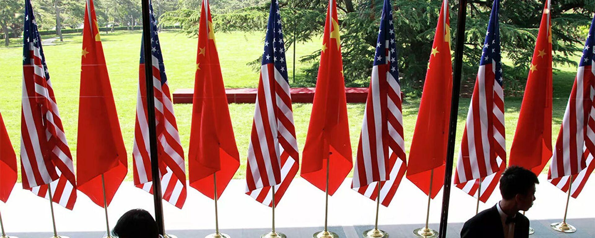 Cờ của Trung Quốc và Hoa Kỳ tại lễ khai mạc Đối thoại chiến lược và kinh tế Mỹ-Trung tại Bắc Kinh - Sputnik Việt Nam, 1920, 28.01.2021