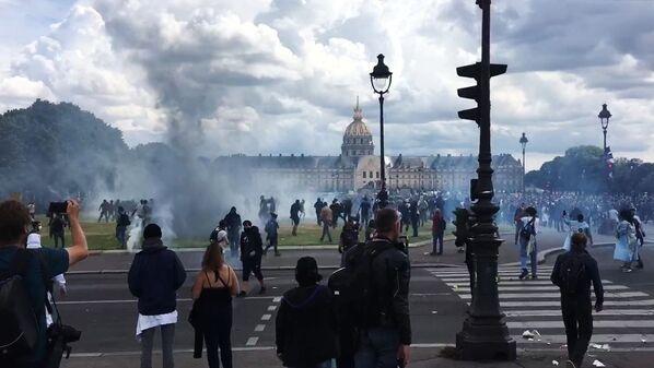 Bạo loạn ở Paris trong cuộc biểu tình phản đối của các nhân viên ngành y - Sputnik Việt Nam