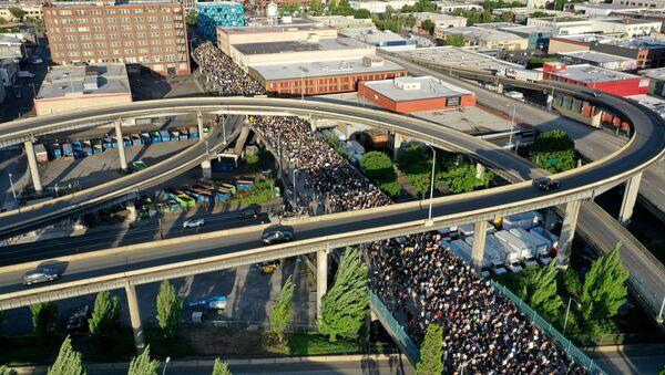 Người biểu tình ở Portland, bang Oregon, Hoa Kỳ  - Sputnik Việt Nam
