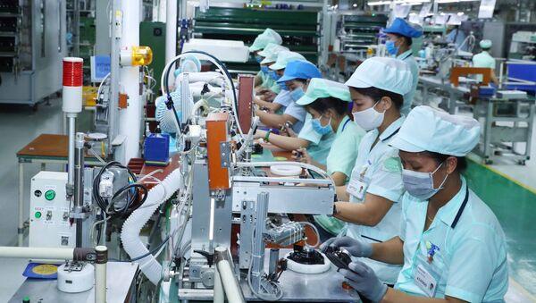 Sản xuất các loại loa và tai nghe điện thoại di động tại nhà máy của Công ty TNHH Điện tử Foster (Bắc Ninh), tại Khu Công nghiệp Đô thị và Dịch vụ VSIP Bắc Ninh, xã Phù Chẩn, thị xã Từ Sơn, tỉnh Bắc Ninh - Sputnik Việt Nam