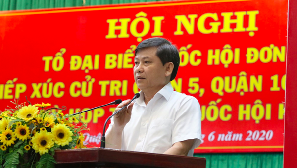 Viện trưởng VKSND Tối cao Lê Minh Trí trả lời chất vấn của cử tri. - Sputnik Việt Nam