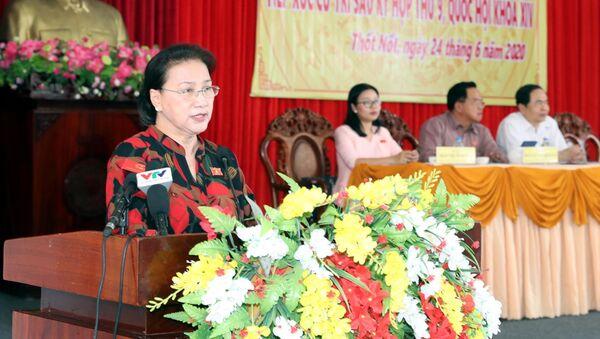 Chủ tịch Quốc hội Nguyễn Thị Kim Ngân phát biểu tại buổi tiếp xúc cử tri quận Thốt Nốt - Sputnik Việt Nam