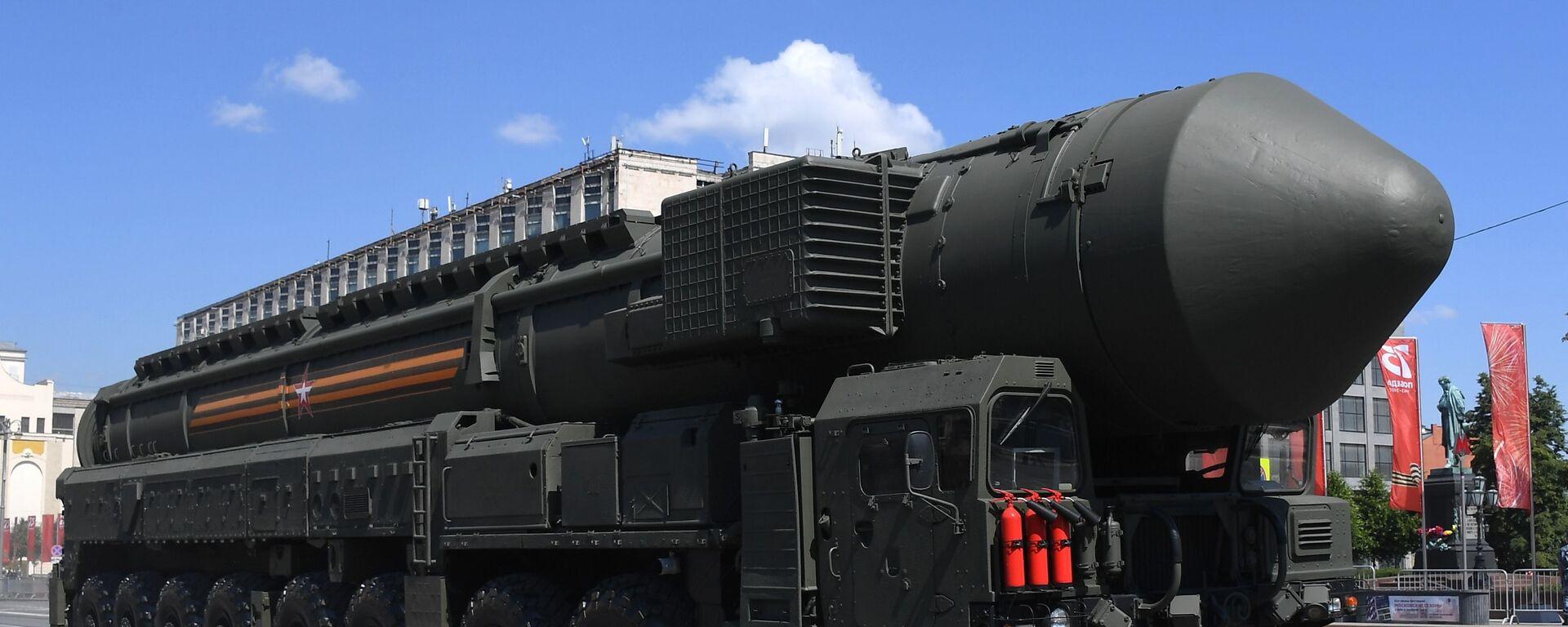 Hệ thống tên lửa Yars tại Cuộc diễu hành quân sự kỷ niệm 75 năm Chiến thắng ở Moskva - Sputnik Việt Nam, 1920, 26.04.2021