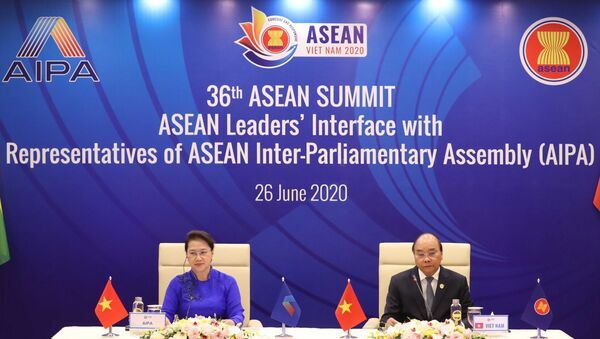 Thủ tướng Nguyễn Xuân Phúc, Chủ tịch ASEAN 2020 và Chủ tịch Quốc hội Nguyễn Thị Kim Ngân, Chủ tịch Hội đồng Liên Nghị viện ASEAN (AIPA) lần thứ 41 chủ trì Đối thoại giữa các Nhà lãnh đạo ASEAN và AIPA. - Sputnik Việt Nam